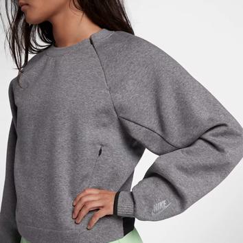 {Nike:女士摇粒绒夹克、裤装