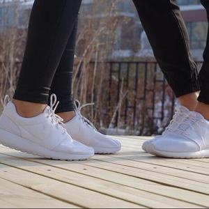 new concept 5c3ca 21b04 Eastbay:低至两双$85!Nike Roshe One 潮流慢跑鞋满$74额外八五 ...